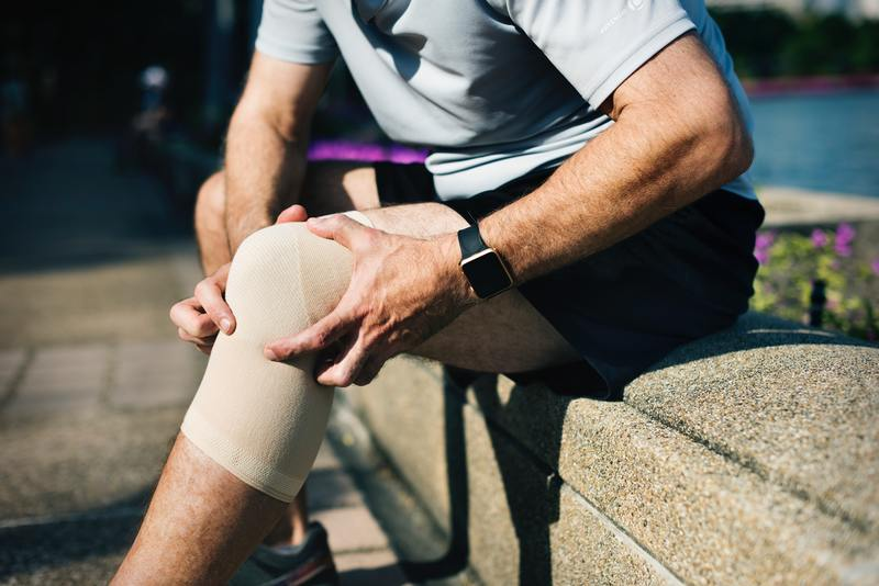 Your knees always feel painful? You may have arthritis